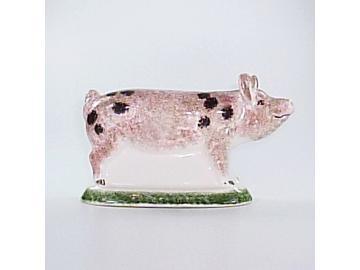 Mittelgroßes Schweinchen stehend schwarz gefleckt Original englische Rye-Keramik