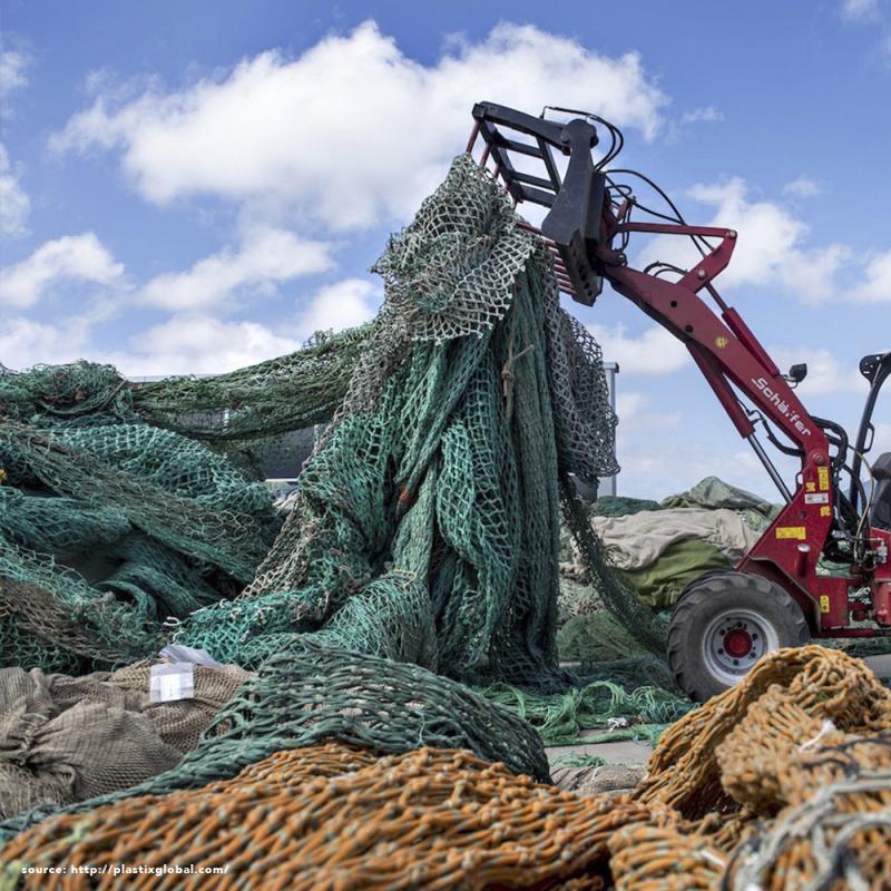 Sidepig SEAPIG - Das Beistellschwein zu 100% aus recycelten Fischernetzen . oceanblack . Tisch/Hocker