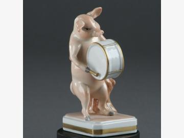 Musikant Pauke Schwein Porzellan. handbemalt . Porzellanmanufactur Plaue